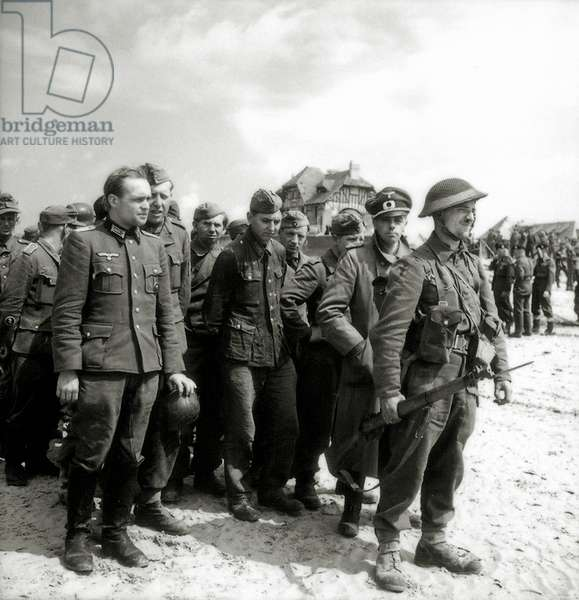 A large number of German prisoners are gathered on the beach of Bernières-sur-Mer, Normandy, France, June 1944 (b/w photo)