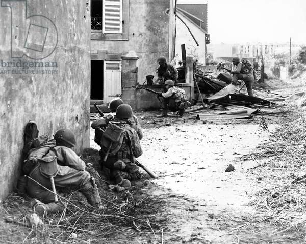 Men of US Army 2nd Infantry Division advancing into Brest under German machine gun fire, Brittany, France, 9th September 1944 (b/w photo)