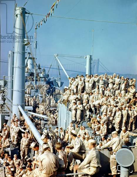 Members of 85th Regiment of the 10th Mountain Infantry Division return to Camp Shanks, New York from Naples, Italy aboard SS Marine Fox, Hudson River, New York, 11th August 1945 (b/w photo)