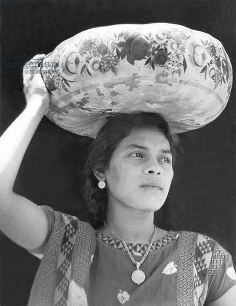Woman in Tehuantepec, Mexico, 1929 (b/w photo)