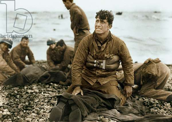 These U.S. soldiers reached Omaha Beach by using a life raft, Normandy, France, 6th June 1944 (photo)