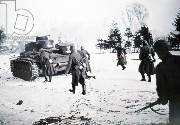 Heavy Panzer Platoon (Abteilung 503, Pzkw III) has been rushed to the Stalingrad theatre, Russia, 1942 (photo)