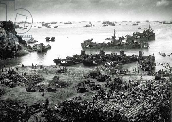 U.S. invasion forces establish a beachhead on Okinawa island, about 350 miles from the Japanese mainland, 13th April 1945 (b/w photo)