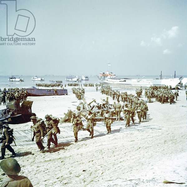 The Saskatchewan Regiment of the 2nd Canadian Infantry Division landing at Juno Beach near Bernieres-sur-Mer on D-Day, 6th June 1944 (photo)
