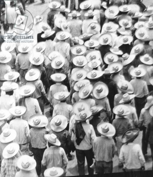 March of the Workers, Mexico City, 1926 (b/w photo)