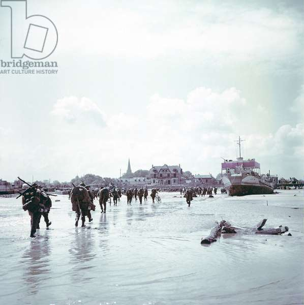 Troops of the 3rd Canadian Infantry Division landing at Juno Beach near Bernieres-sur-Mer on D-Day, 6th June 1944 (photo)