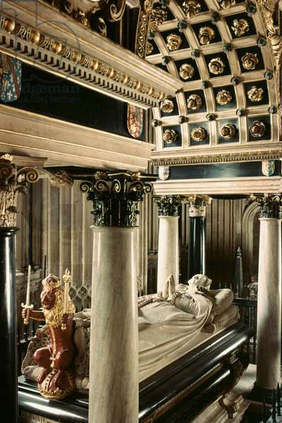 MARY, QUEEN OF SCOTS Marble effigy and tomb in Westminster Abbey, London.