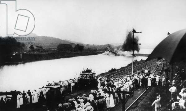 PANAMA CANAL: GAMBOA DIKE U.S. President Woodrow Wilson remotely triggers the explosion of the Gamboa Dike, joining the Atlantic and Pacific sides and ending construction of the Panama Canal, 10 October 1913.
