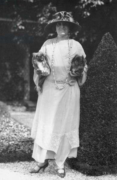 Edith Wharton 1920s (b/w photo)