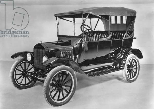 MODEL T FORD (1921).