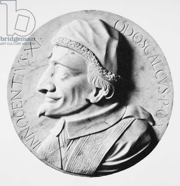 POPE INNOCENT XI (1611-1689) Benedetto Odescalchi. Pope (1676-1689). Contemporary marble medallion.