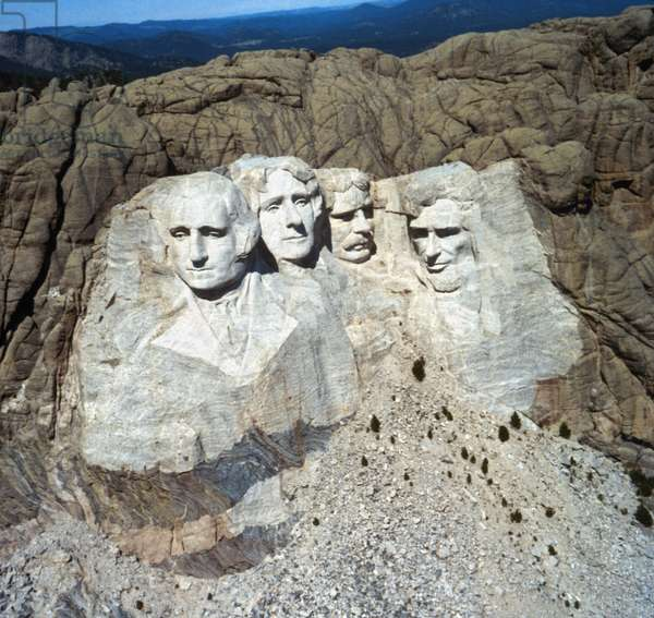 MOUNT RUSHMORE Mount Rushmore National Memorial in South Dakota created by sculptor Gutzon Borglum between 1927 and 1941. From left: the likenesses of U.S. Presidents George Washington, Thomas Jefferson, Theodore Roosevelt and Abraham Lincoln. Photograph, c.1962.