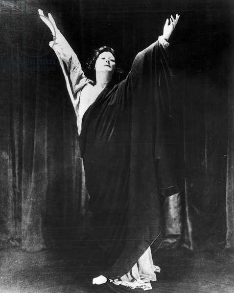 ISADORA DUNCAN (1877-1927) American dancer. Photographed in 1910.