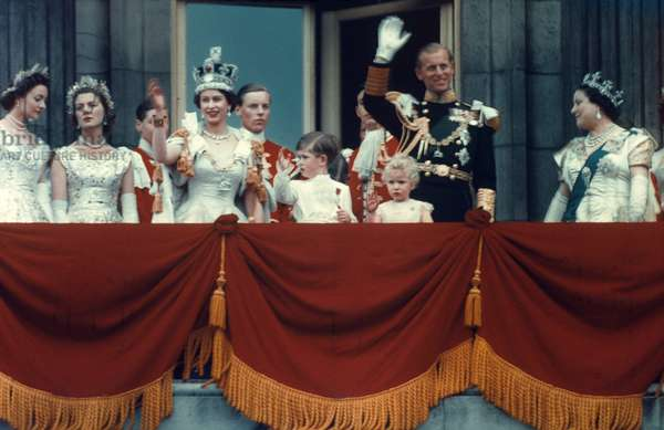 ELIZABETH II & FAMILY, 1953 Queen Elizabeth II of England (1926- ) and Royal Party on Buckingham Palace balcony after Coronation, 2 June 1953.