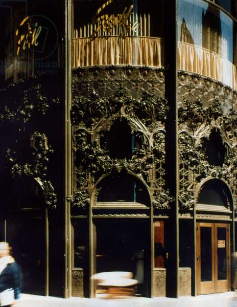 CARSON, PIRIE, SCOTT STORE A view of the cast-iron entrance of the Carson, Pirie, Scott & Company department store at the corner of Madison Street and State Street in Chicago, Illinois, designed by Louis H. Sullivan. Photographed c.1985.