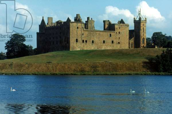 CASTLE, SCOTLAND Linlithgow Palace, Scotland. Birthplace of Mary Queen of Scots.