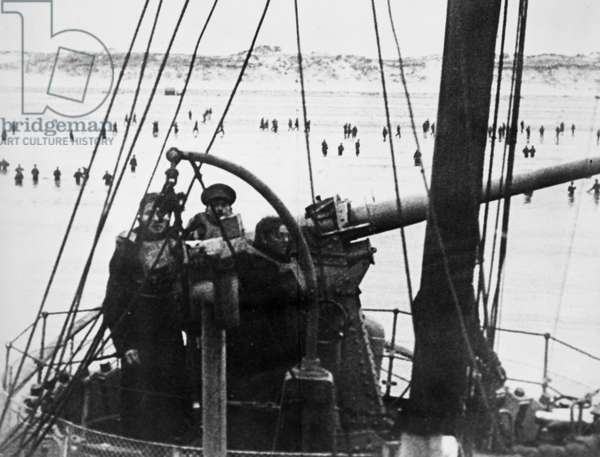 WORLD WAR II: DUNKIRK, 1940 British destroyer gun crew covering Allied troops wading through the surf during the evacuation of Dunkirk, France, during World War II, 28 May-4 June 1940.