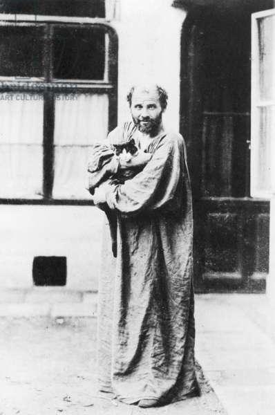 GUSTAV KLIMT (1862-1918) Austrian painter. Photographed c.1913 (b/w photo)
