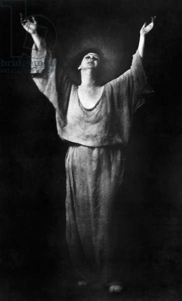 ISADORA DUNCAN (1877-1927) American dancer. Photographed by Arnold Genthe, c.1917.