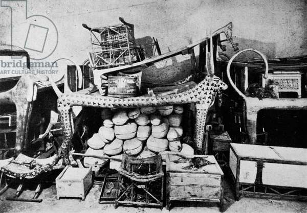 TOMB OF KING TUTANKHAMEN Interior of the antechamber: the Hathor couch. Photographed in 1922.