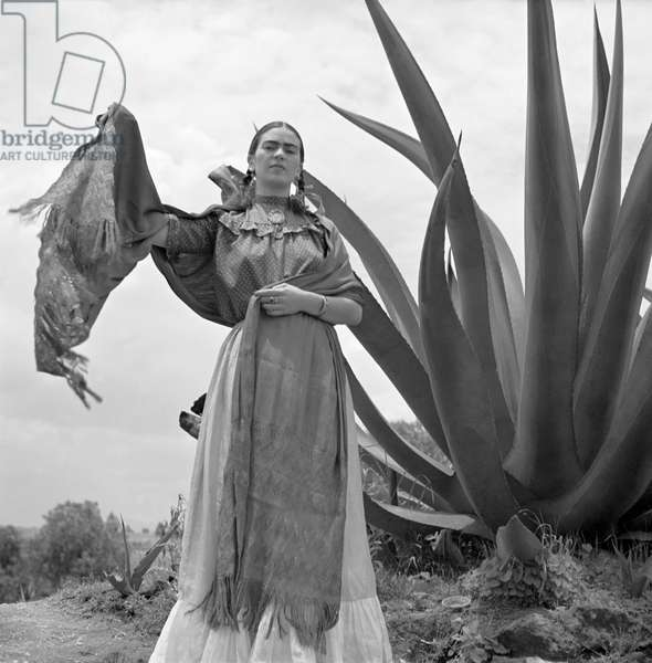 Frida Kahlo, 1937 (b/w photo)