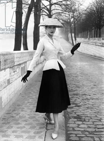 WOMEN'S FASHION: DIOR, 1947 Woman wearing an outfit designed by Christian Dior, 1947.