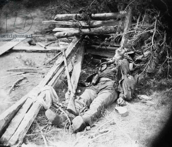CIVIL WAR: DEAD SOLDIER A dead Confederate soldier who fell during General Richard Ewell's attack on the Union Army at the Battle of Spotsylvania Court House in Virginia. Photograph, 19 May 1864.