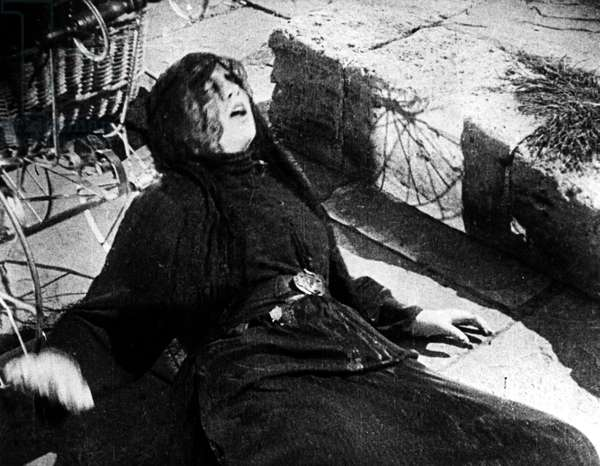 BATTLESHIP POTEMKIN, 1925 Woman dying in the massacre on the Odessa Steps in the Soviet film 'Battleship Potemkin,' directed by Sergei Eisenstein, 1925.