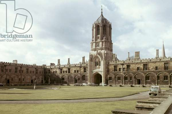 ENGLAND: CHRIST CHURCH Oxford University. Tom Quad with Tom Tower, the bell tower and entrance of Christ Church, Oxford.