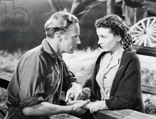 GONE WITH THE WIND, 1939 Leslie Howard, as Ashley Wilkes, with Vivien Leigh, as Scarlett O'Hara, in a scene from the film.