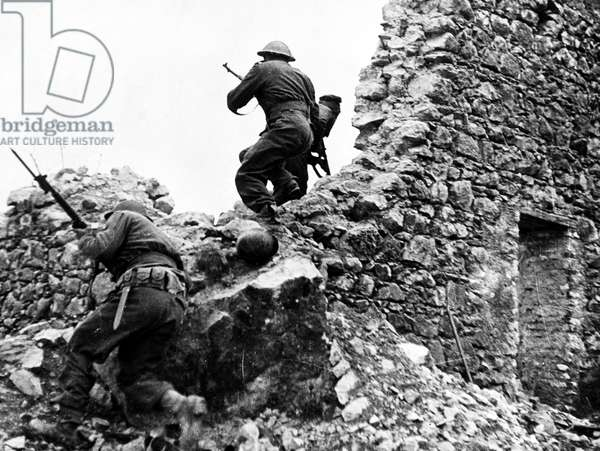 WORLD WAR II: CASSINO New Zealand infantryman on the lookout for enemy snipers at Cassino, Italy. Photographed 1944.