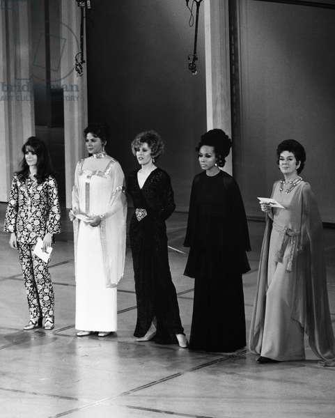 ACADEMY AWARDS, c.1970. From left: Natalie Wood, Ingrid Bergman, Jane Fonda, Diahann Carroll and Rosalind Russell at the Oscars, c.1970.