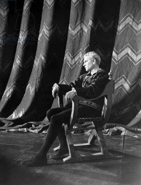 HAMLET: LAURENCE OLIVIER Sir Laurence Olivier in the title role of th 1948 production.