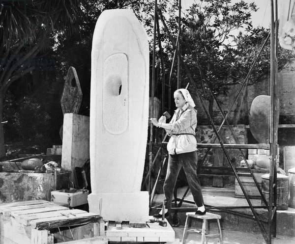 BARBARA HEPWORTH (1903-1975) (b/w photo) 1960s or 70s.