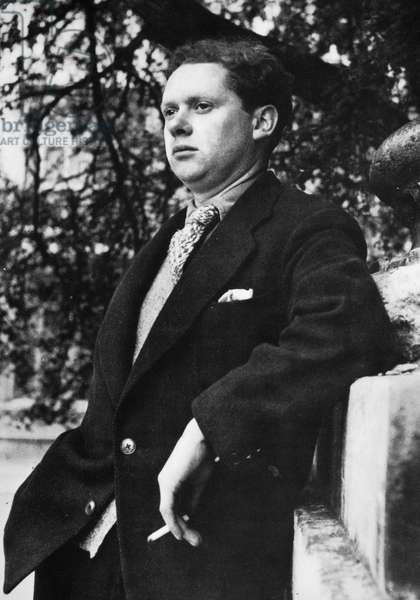 DYLAN THOMAS (1914-1953) Welsh poet. Photographed in 1946.