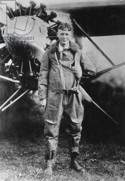NY: CHARLES LINDBERGH 1927 Charles A. Lindbergh and the Spirit of St. Louis shortly before taking off from Roosevelt Field, New York, for Paris, on May 20, 1927.