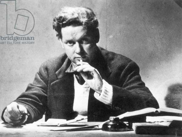 DYLAN THOMAS (1914-1953) Welsh poet. Photographed in 1947.