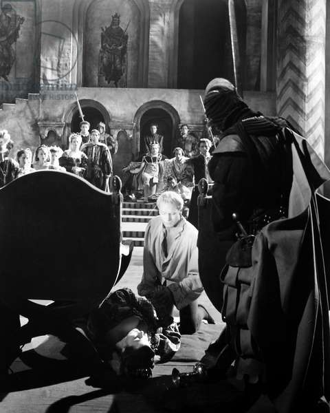 FILM: LAURENCE OLIVIER Sir Laurence Olivier (kneeling) in the title role of the 1948 production.