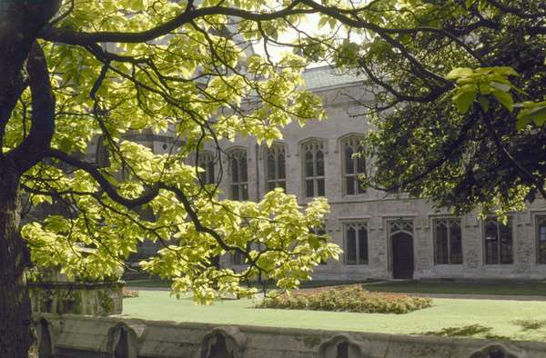 ENGLAND: BALLIOL COLLEGE Oxford University. Balliol College, Fellows Garden.