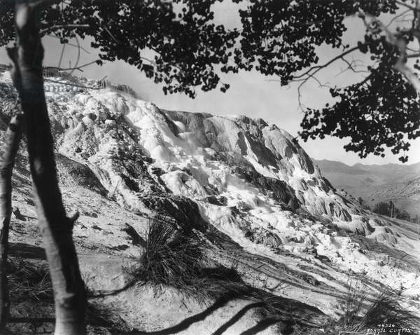 YELLOWSTONE NATIONAL PARK Jupiter Terrace: photographed in 1940.