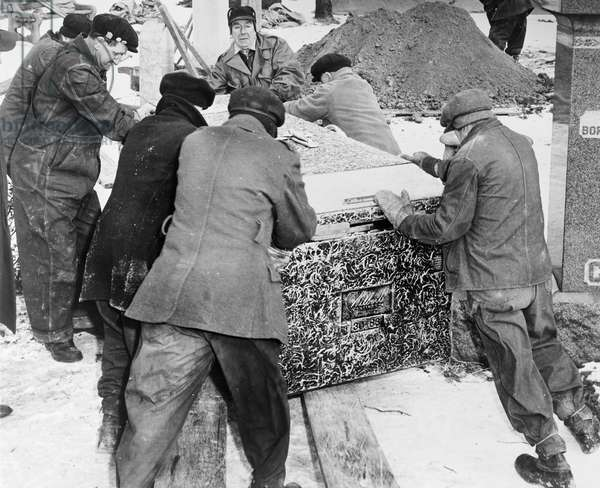AL CAPONE'S GRAVE, 1947 The burial of Al Capone at Mount Olivet Cemetery in Chicago, Illinois. Photograph, 6 February 1947.