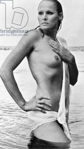 URSULA ANDRESS (b. 1936) Swiss film actress.