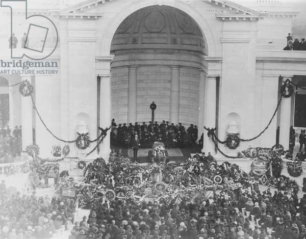 TOMB OF THE UNKNOWNS Burial of an unknown World War I soldier in Arlington National Cemetery on November 11, 1921. President Warren G. Harding stands next to the casket.
