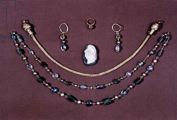 EARLY CHRISTIAN JEWELRY Early Christian gold jewelry from Carthage, c400 A.D.