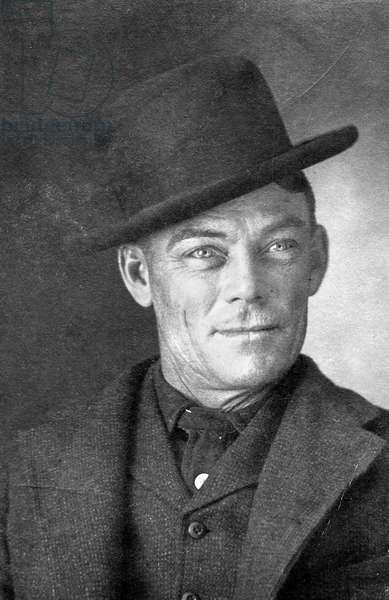 JESSE LINSLEY (b.1868) Portrait of Jesse Linsley, a member of 'The Wild Bunch,' Butch Cassidy's gang of the Wild West. Photograph, c.1902.