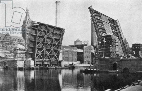 MILWAUKEE: DRAWBRIDGE The Kilbourn Avenue Bascule Bridge, Milwaukee, Wisconsin: photographed in 1929.
