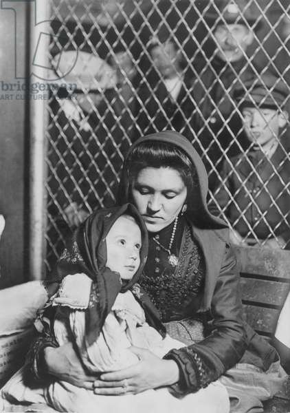 ELLIS ISLAND: IMMIGRANTS, 1905. An Italian mother and child; photographed by Lewis W. Hine.