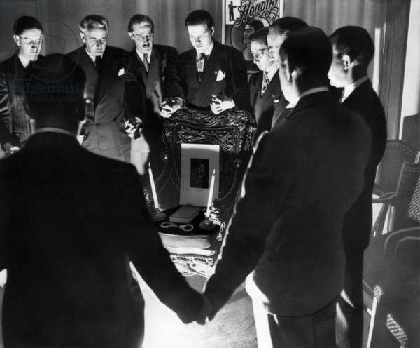 HOUDINI SEANCE, 1936 A group of magicians conducting a seance in Detroit, Michigan, in an attempt to contact the spirit of Harry Houdini. Photograph, 31 October 1936.