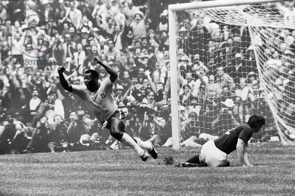 SOCCER: WORLD CUP, 1970 Pelé scores Brazil's first goal against Italy during the 1970 World Cup, held in Mexico.