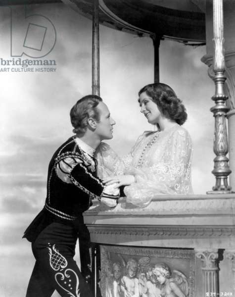 ROMEO & JULIET Leslie Howard and Norma Shearer in the balcony scene from the 1936 MGM film.
